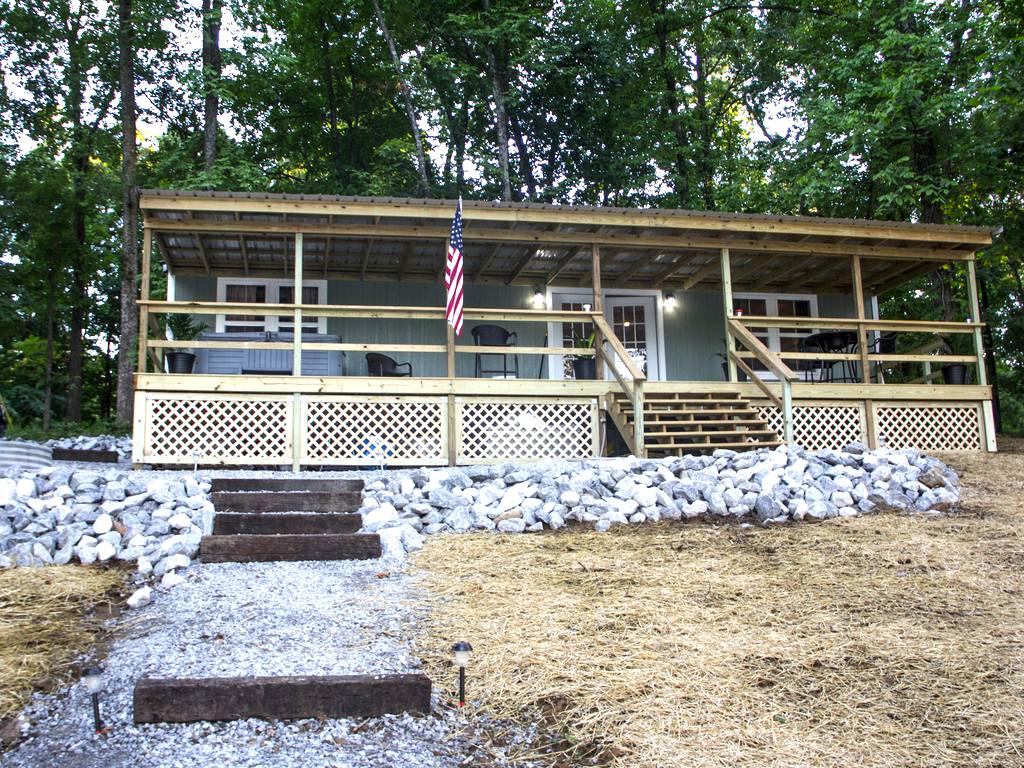 The Flagship Cabin Front Facade